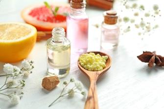 Officina Naturae è una biofabbrica di prodotti naturali che da 15 anni mette sul mercato prodotti unici di cosmetica e cura della casa frutto di biotecnologie avanzate.